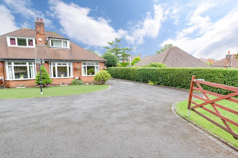 3 bed bungalow for sale in Old Birmingham Road - Property Image 1