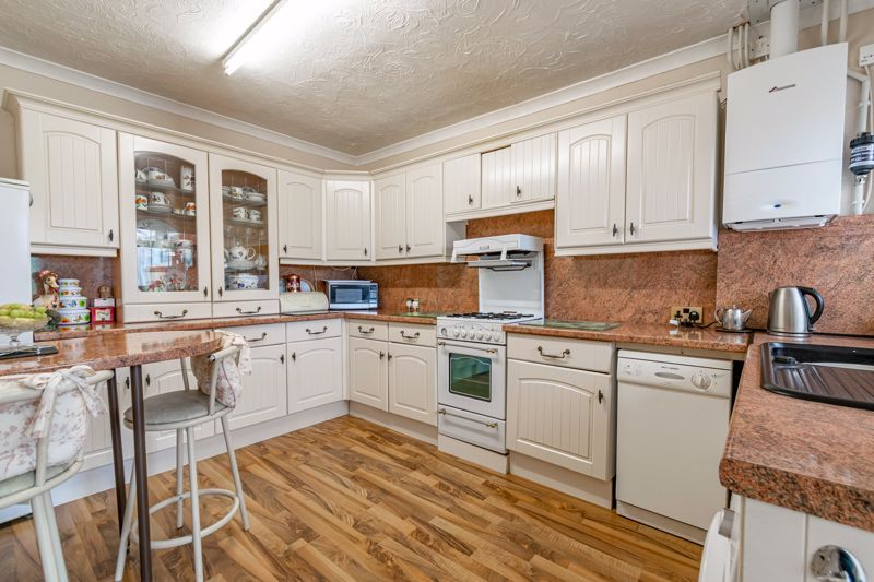 3 bed bungalow for sale in Old Birmingham Road  - Property Image 4