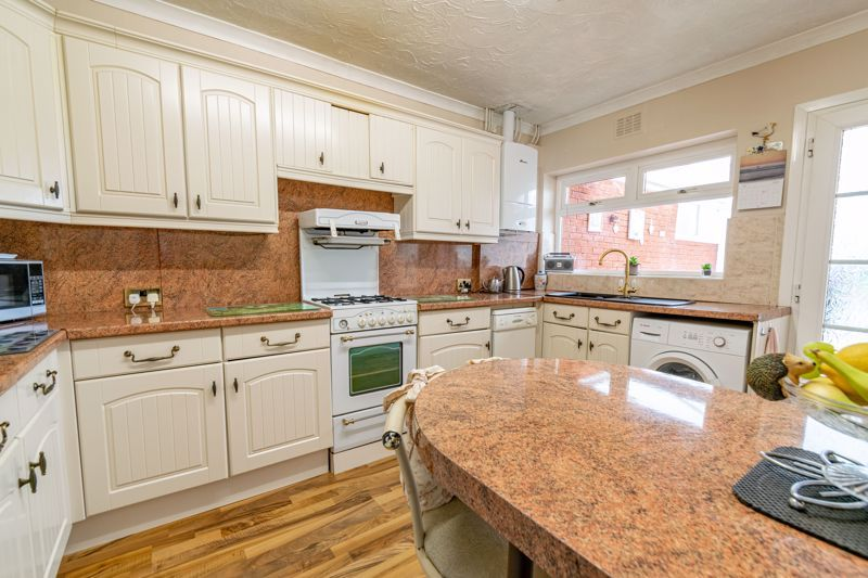 3 bed bungalow for sale in Old Birmingham Road  - Property Image 5