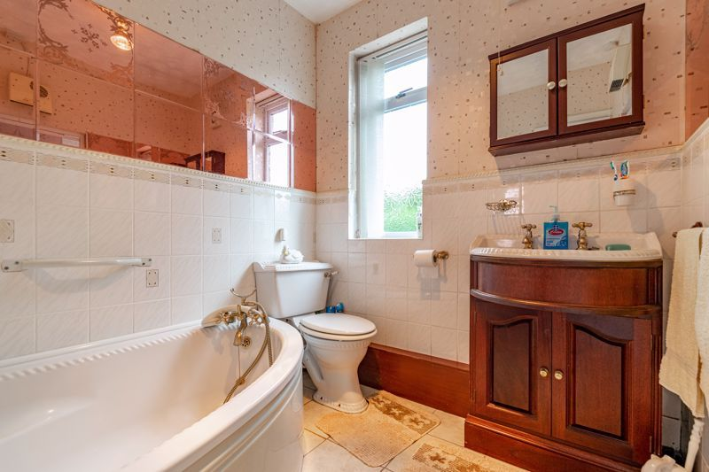 3 bed bungalow for sale in Old Birmingham Road 8