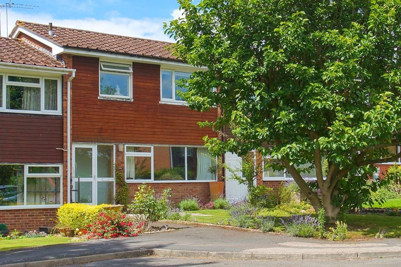 3 bed house for sale in St Johns Close 1