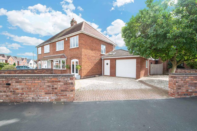 3 bed house for sale in Heath Farm Road - Property Image 1
