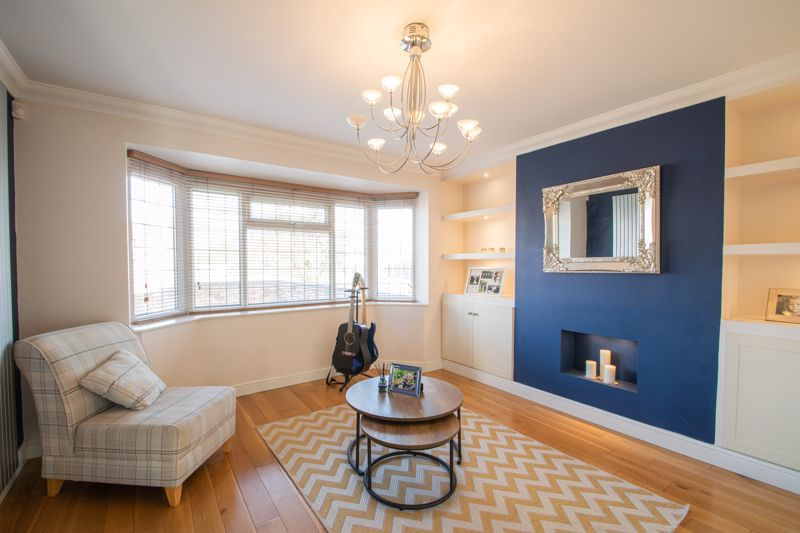 3 bed house for sale in Heath Farm Road  - Property Image 2