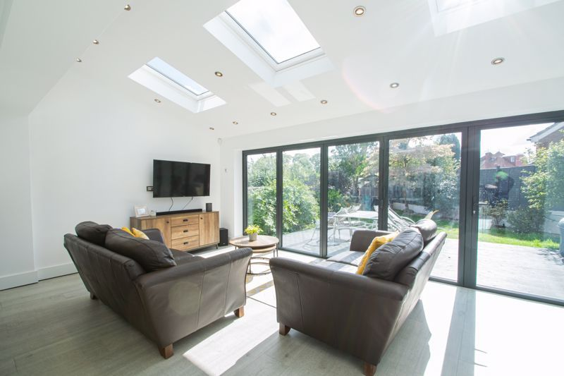 3 bed house for sale in Heath Farm Road  - Property Image 14