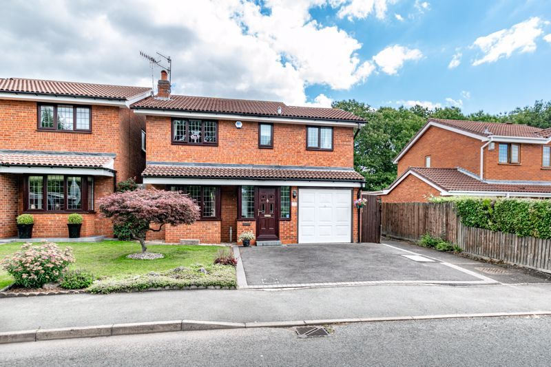 4 bed house for sale in Roman Way  - Property Image 1
