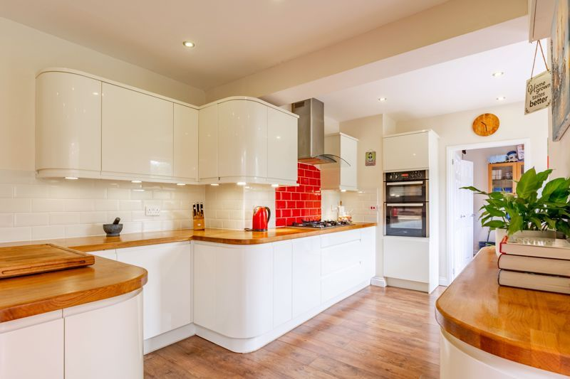 4 bed house for sale in Broughton Road  - Property Image 3