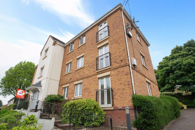 2 bed flat for sale in Hereford Road 1