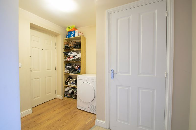 2 bed flat for sale in Hereford Road  - Property Image 2