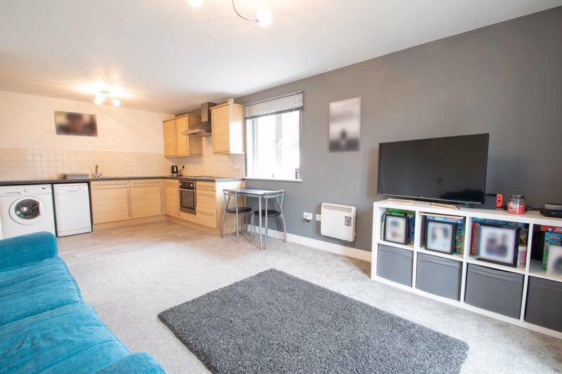 2 bed flat for sale in Hereford Road 5