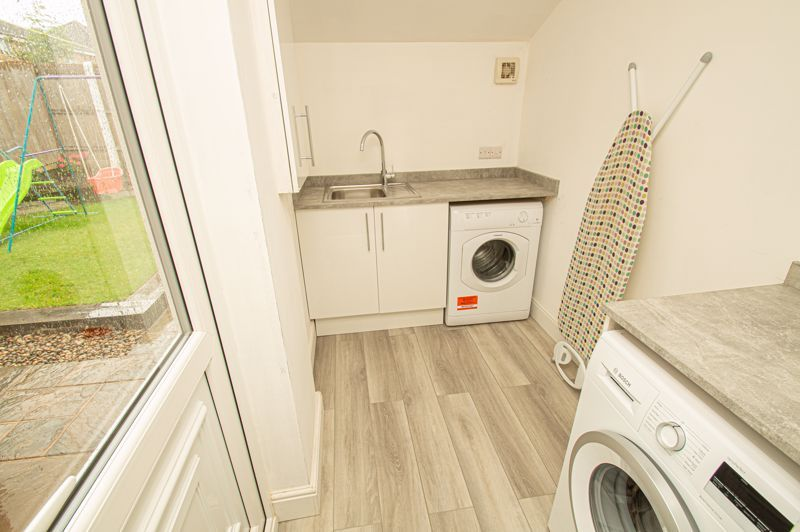 3 bed house for sale in Winstone Close 5