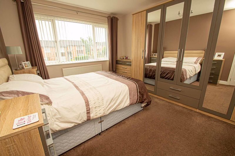 3 bed house for sale in Winstone Close 6