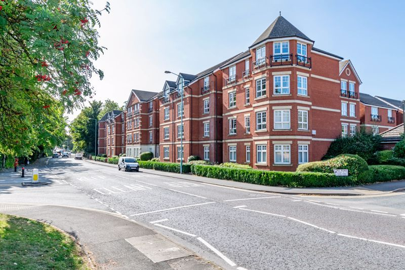 2 bed flat for sale in St. Peters Close - Property Image 1