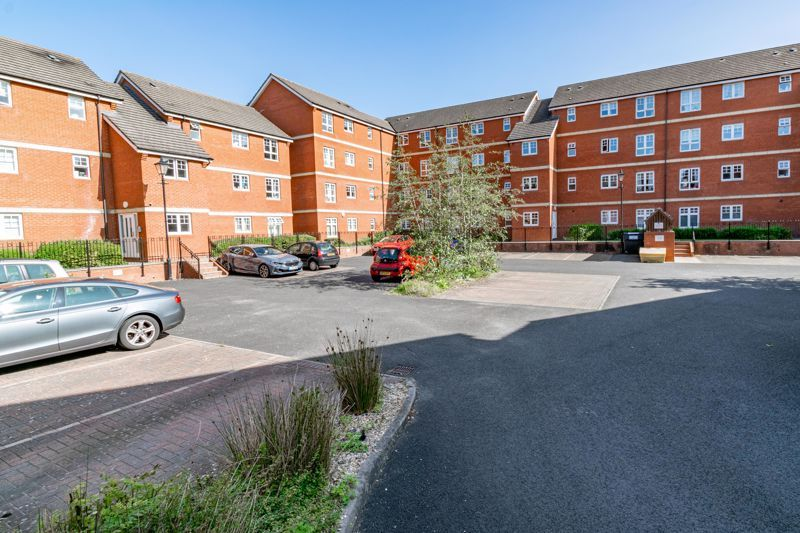 2 bed flat for sale in St. Peters Close 2