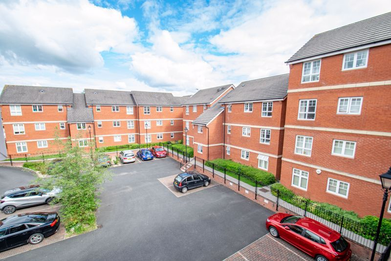 2 bed flat for sale in St. Peters Close  - Property Image 15