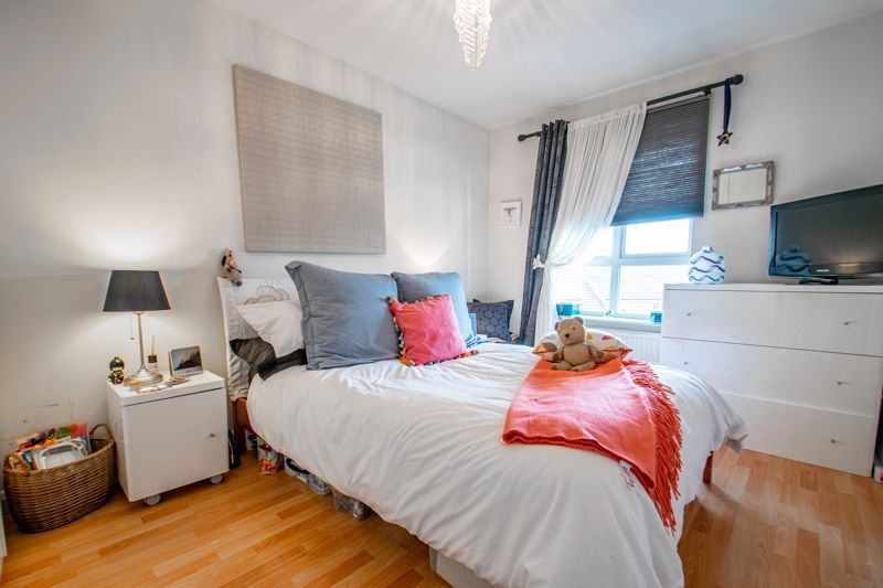 2 bed flat for sale in St. Peters Close 5