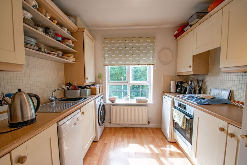 2 bed flat for sale in St. Peters Close  - Property Image 6