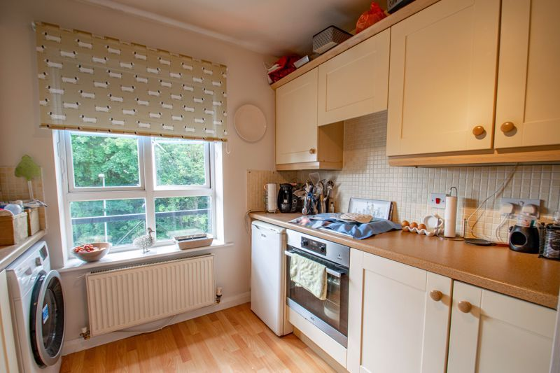 2 bed flat for sale in St. Peters Close  - Property Image 7