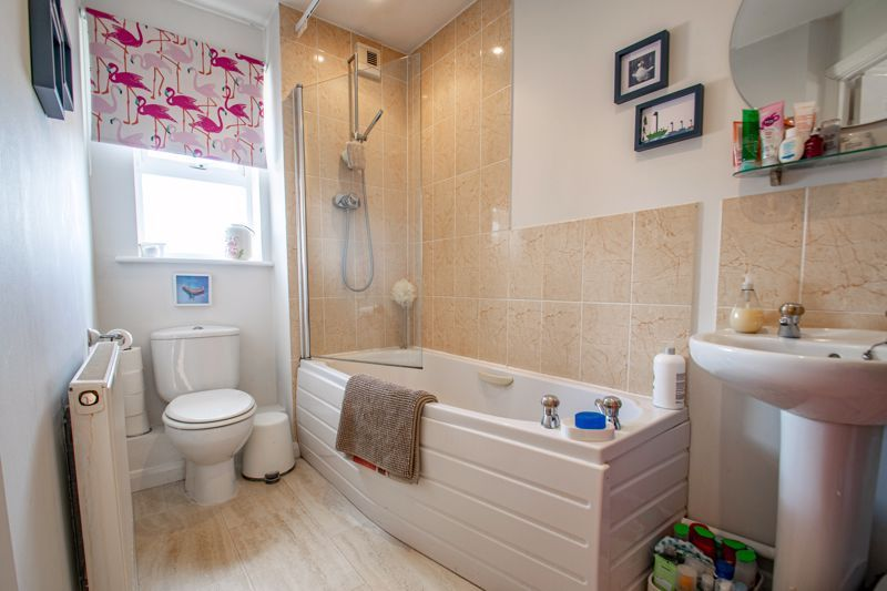 2 bed flat for sale in St. Peters Close  - Property Image 8