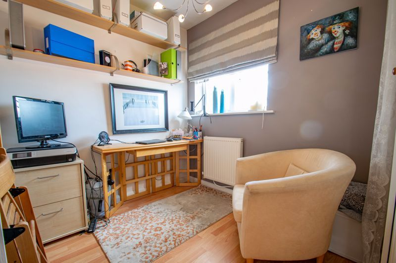 2 bed flat for sale in St. Peters Close  - Property Image 9