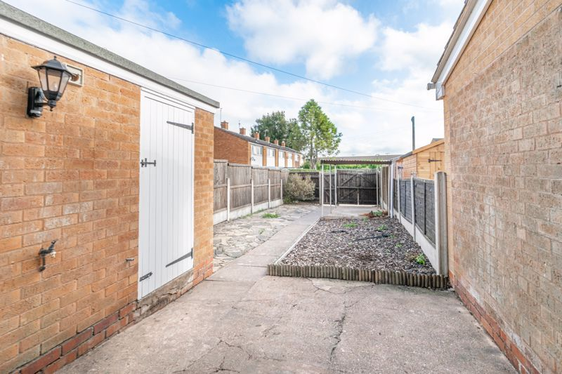 2 bed house for sale in Priors Oak 11