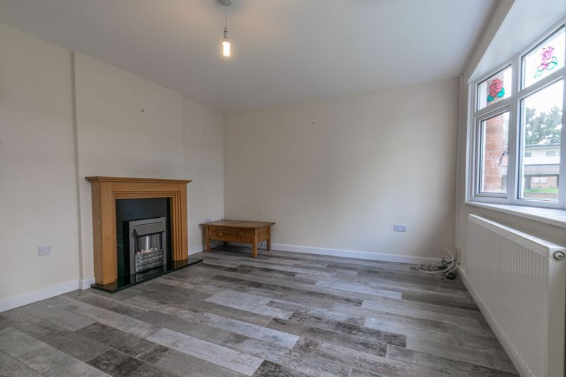2 bed house for sale in Priors Oak 4