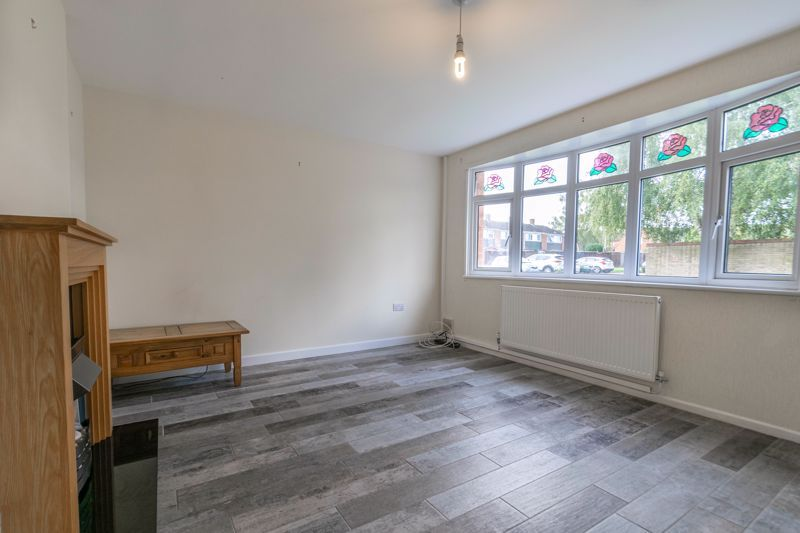 2 bed house for sale in Priors Oak 5