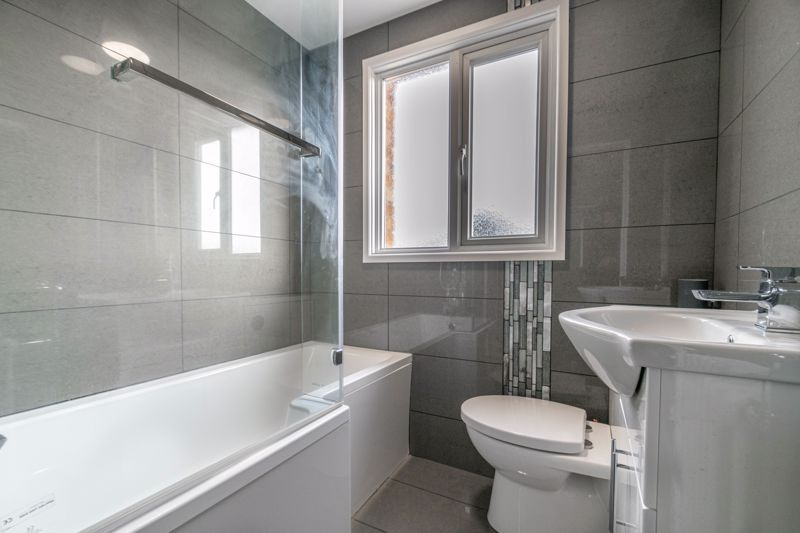 2 bed house for sale in Priors Oak 9