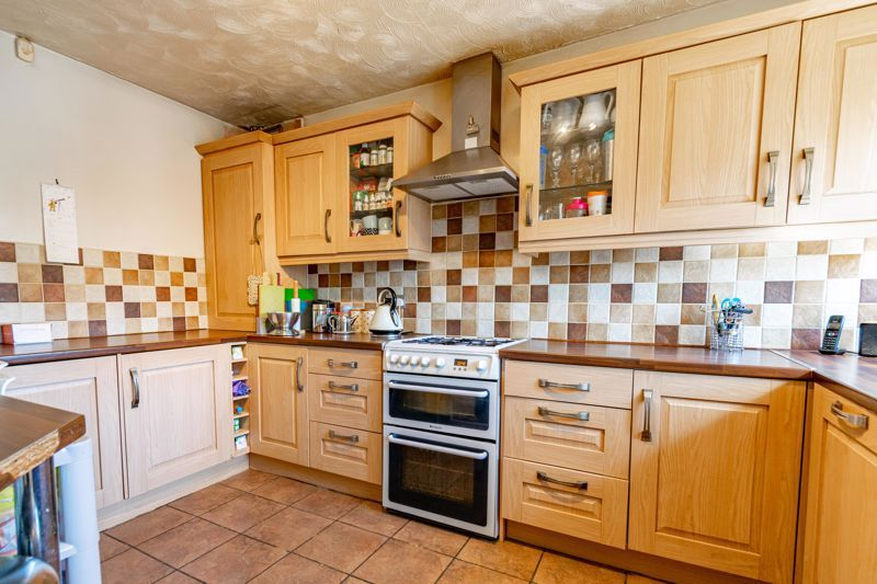3 bed house to rent in Quantock Road 2