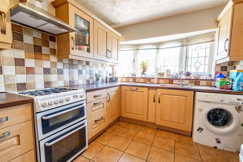 3 bed house to rent in Quantock Road 3