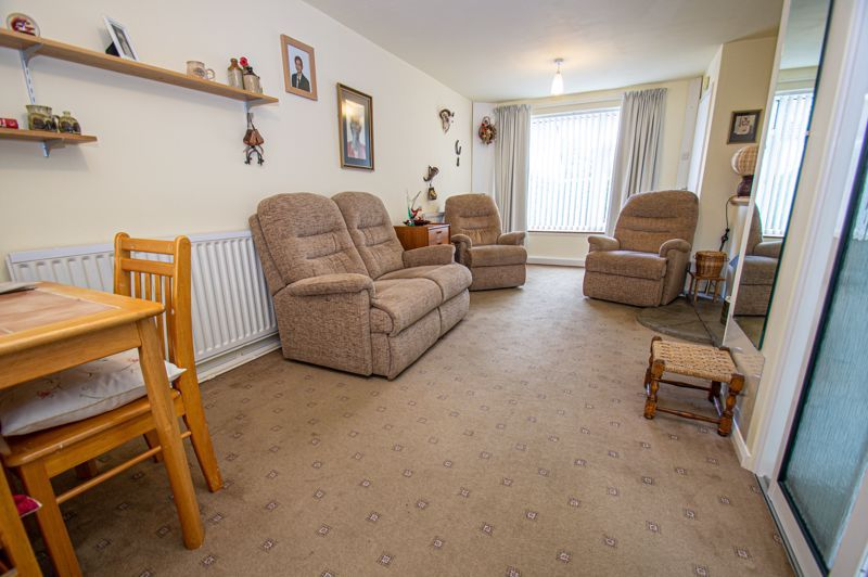 2 bed house for sale in Eden Close 4