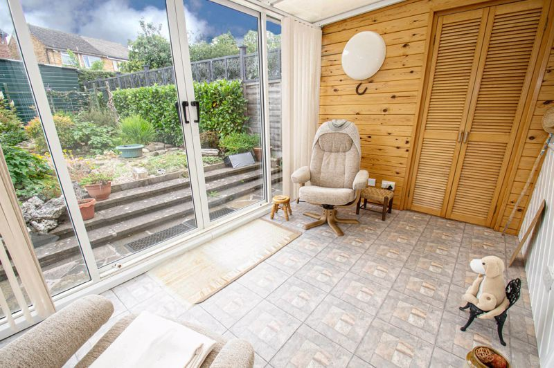 2 bed house for sale in Eden Close 5