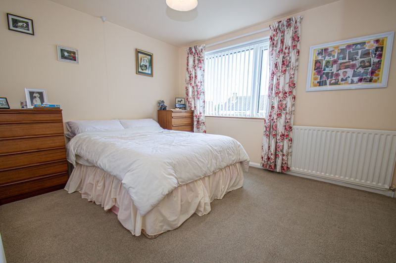2 bed house for sale in Eden Close 7