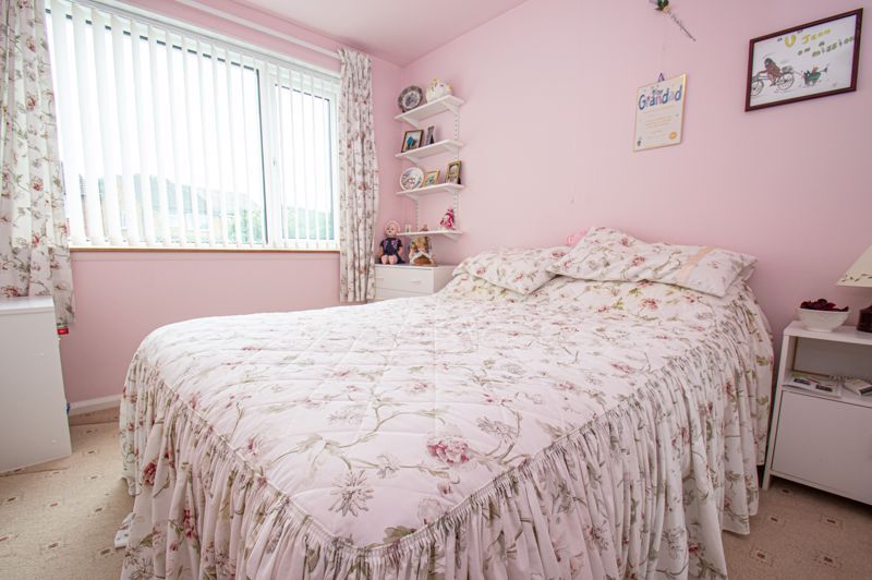 2 bed house for sale in Eden Close 8