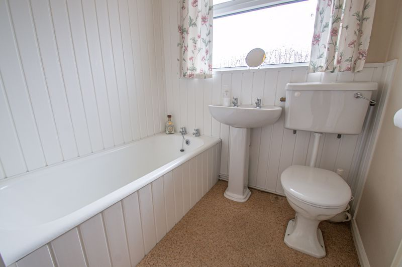 2 bed house for sale in Eden Close 9