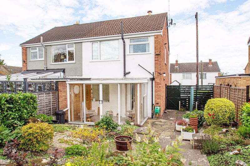 2 bed house for sale in Eden Close 10