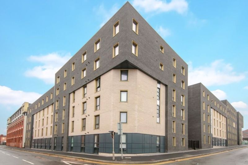 2 bed flat to rent in Lombard Street 1