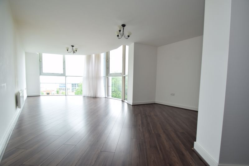 2 bed flat to rent in Waterfront West 5