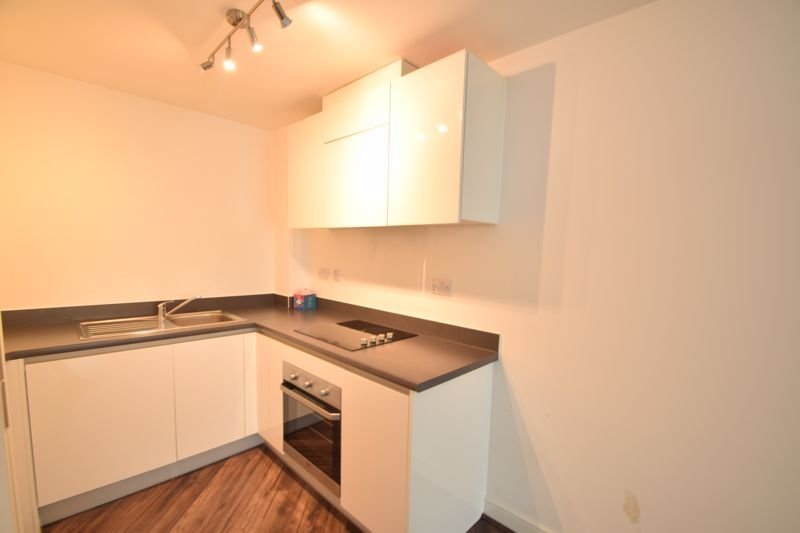 2 bed flat to rent in Waterfront West 6