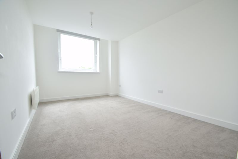 2 bed flat to rent in Waterfront West  - Property Image 7