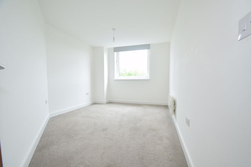 2 bed flat to rent in Waterfront West  - Property Image 8