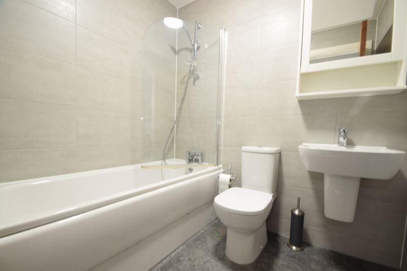 2 bed flat to rent in Waterfront West 9
