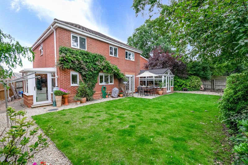 5 bed house for sale in Davenham Road 13