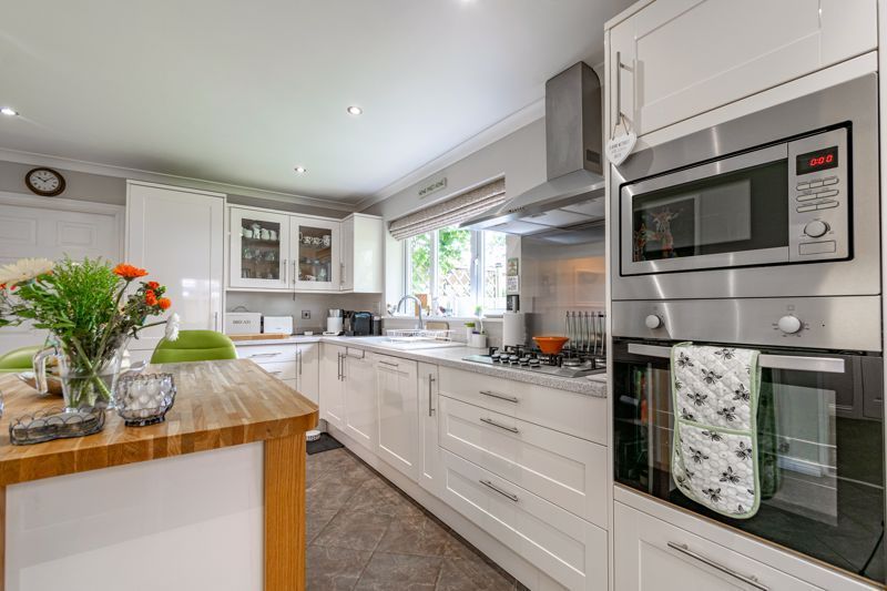 5 bed house for sale in Davenham Road  - Property Image 3