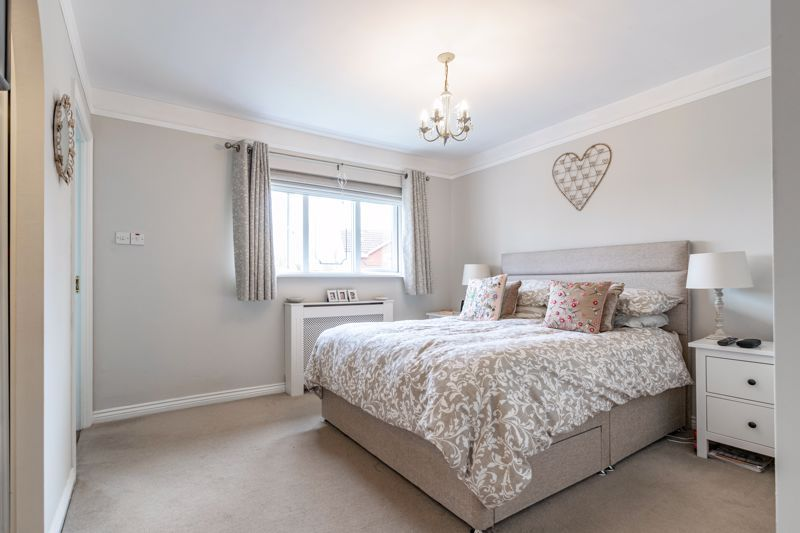 5 bed house for sale in Davenham Road 7