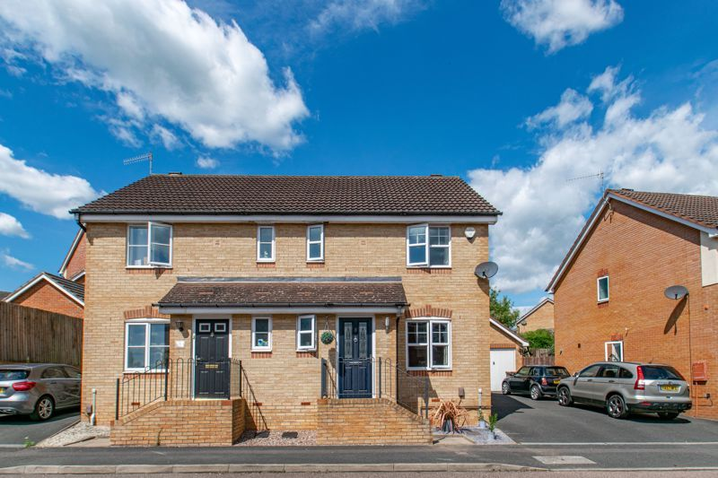 3 bed house for sale in Robins Lane 1