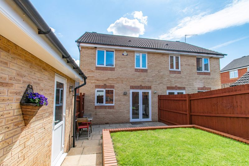 3 bed house for sale in Robins Lane 12