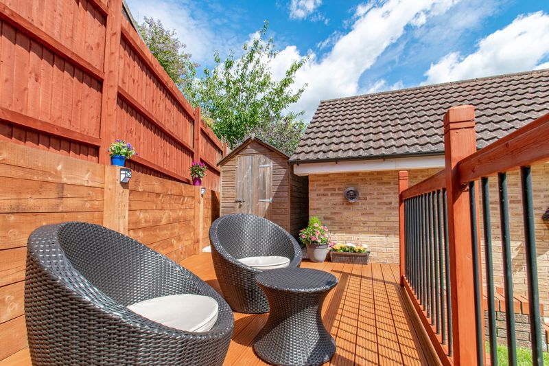 3 bed house for sale in Robins Lane 13