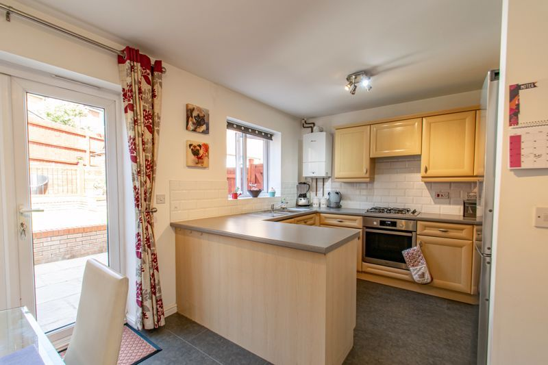 3 bed house for sale in Robins Lane 14