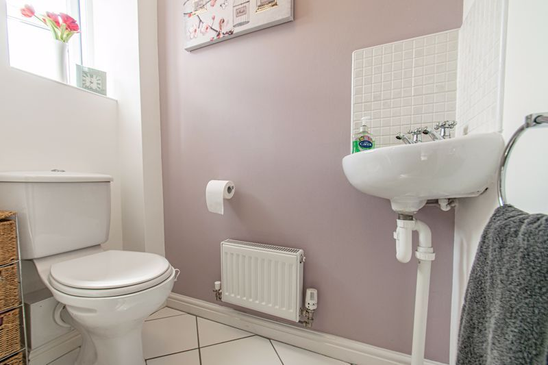 3 bed house for sale in Robins Lane  - Property Image 16
