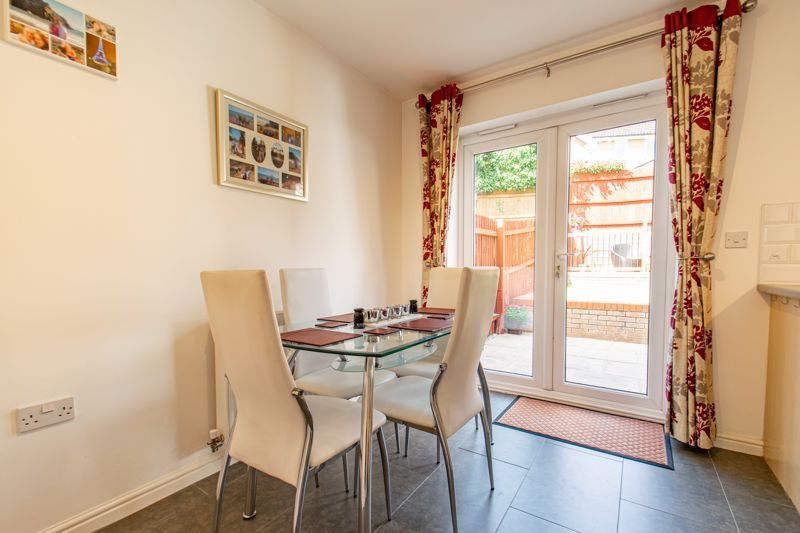 3 bed house for sale in Robins Lane 4